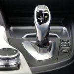 オートマ車でのエンジンブレーキ使用は燃費悪くなるって本当?