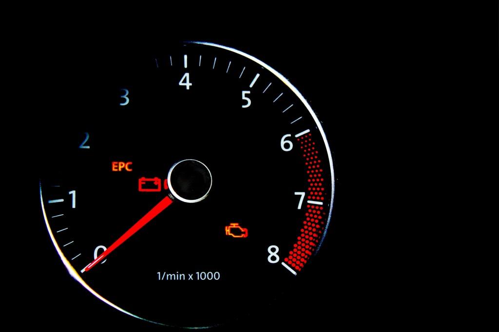 エンジン警告灯 消し方 トヨタ